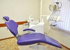 На фото интерьер и оборудование стоматологического кабинета клиники Дентокласс
