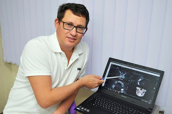Андрей Васильевич высококвалифицированный врач, специализирующийся в таких направлениях как съемное и несъемное протезирование зубов.